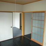 和室(畳の保護のためシートを敷いています)(居間)
